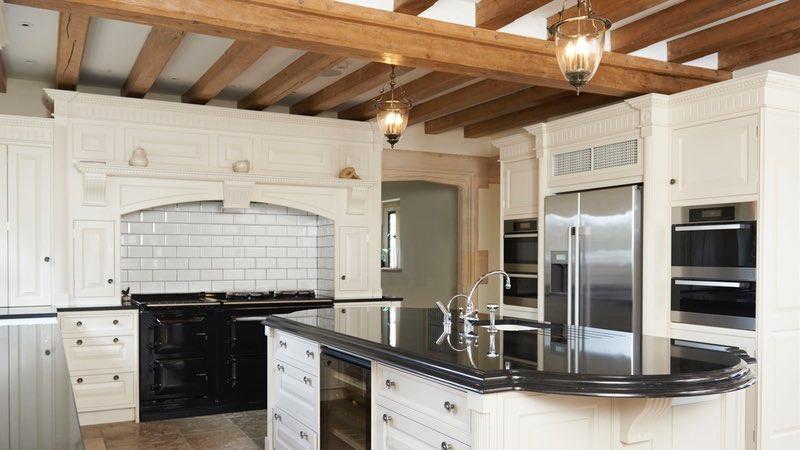 Cosa scegliere per il tuo soffitto, travi a vista o cartongesso?