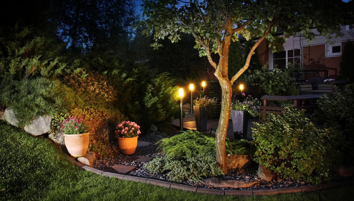 Giardini Per Case Moderne 5 idee moderne per l'illuminazione del giardino