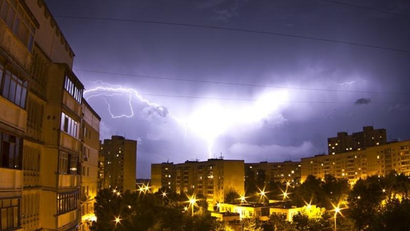 Impianto elettrico danneggiato dai fulmini: cosa fare?