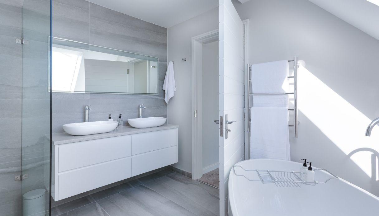 Soluzioni Per Arredare Bagno mobili a terra, componibili o sospesi?