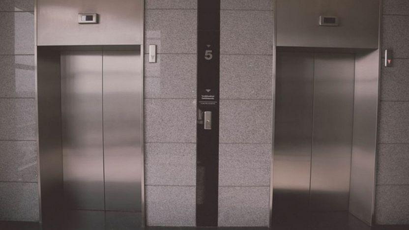 Pulizia del vano e del fondo dell'ascensore