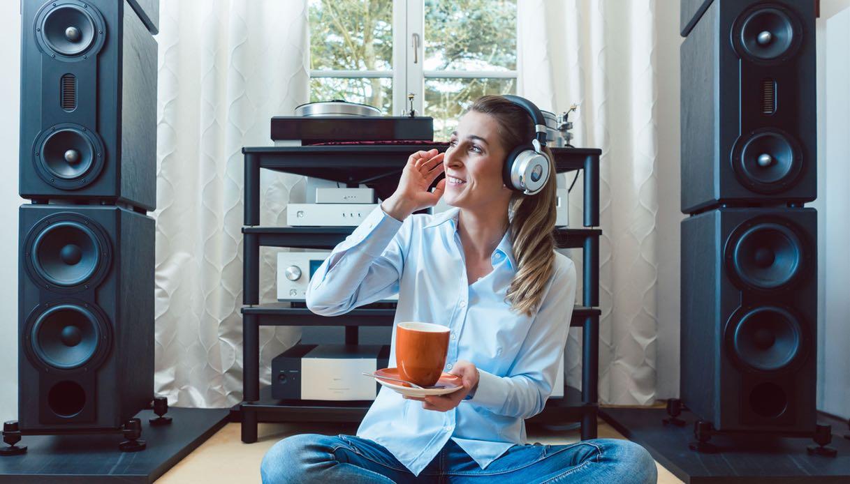 Appendere Tv Muro come appendere la tv al muro? consigli pratici