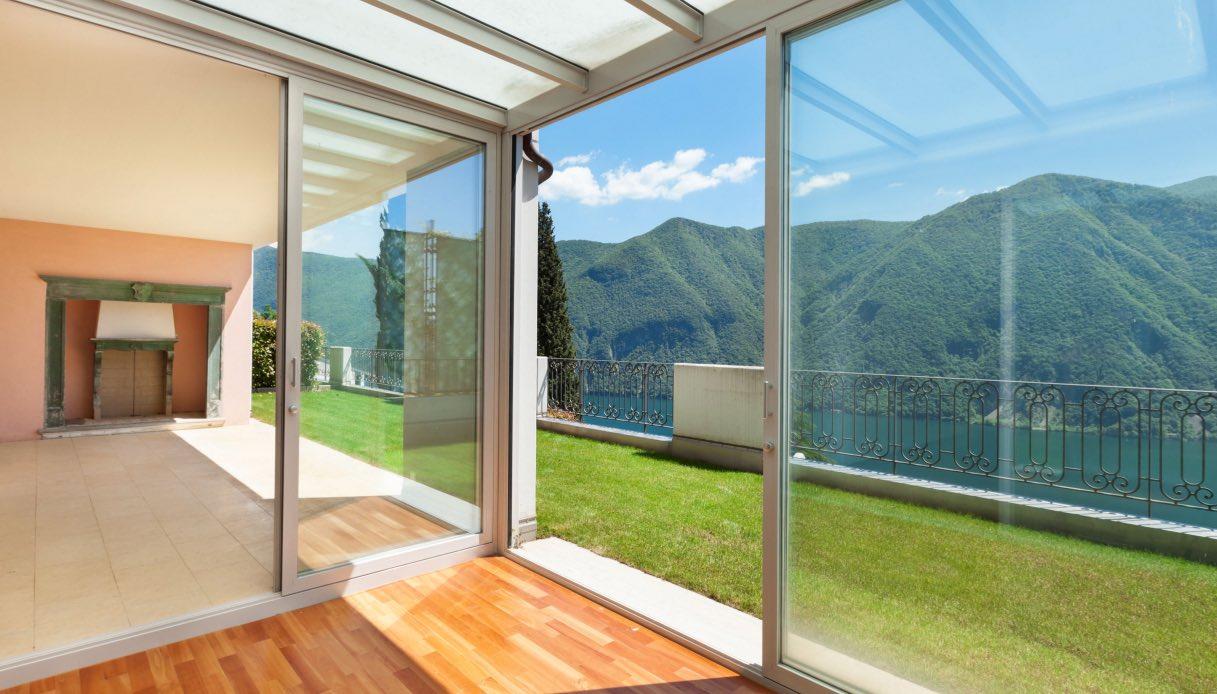 Terrazze Chiuse Con Vetrate verande chiuse: materiali, normative e permessi