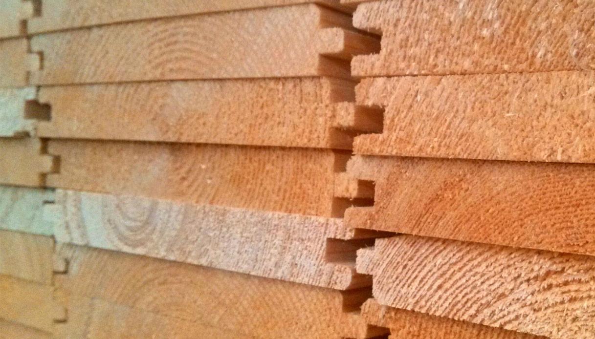 Tavole Legno Per Rivestimento Pareti perline di legno per il soffitto: guida alla scelta