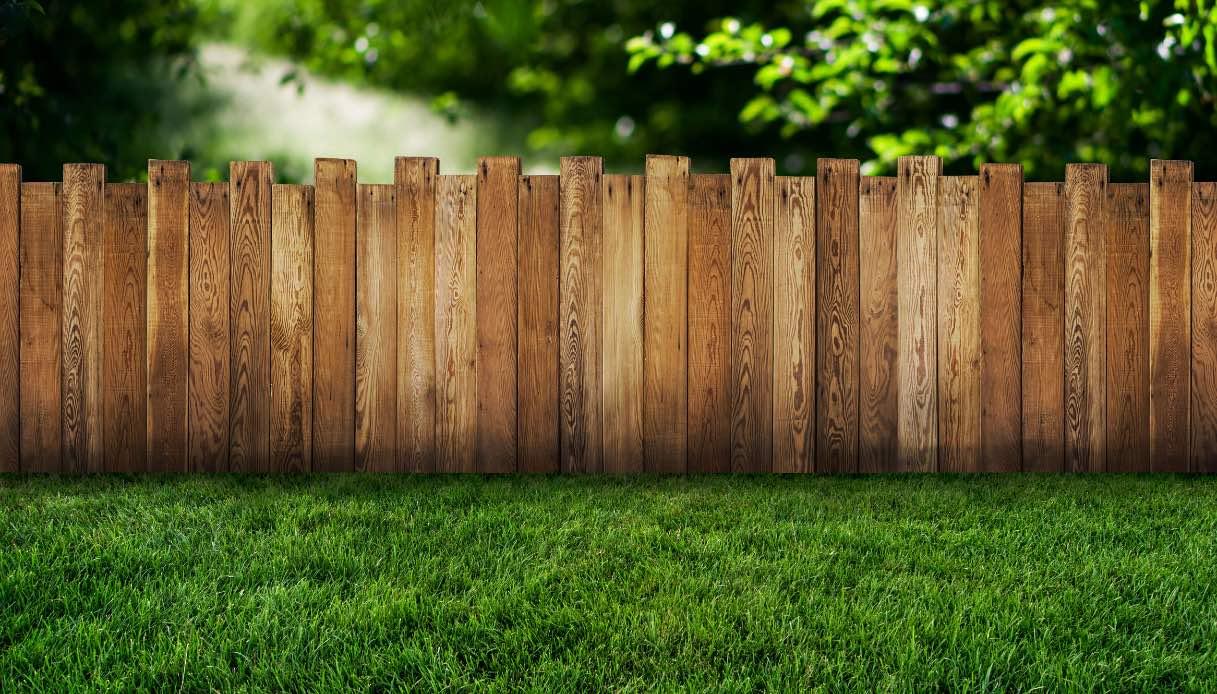 Recinzioni Per Case Di Montagna staccionata in legno: caratteristiche e prezzi