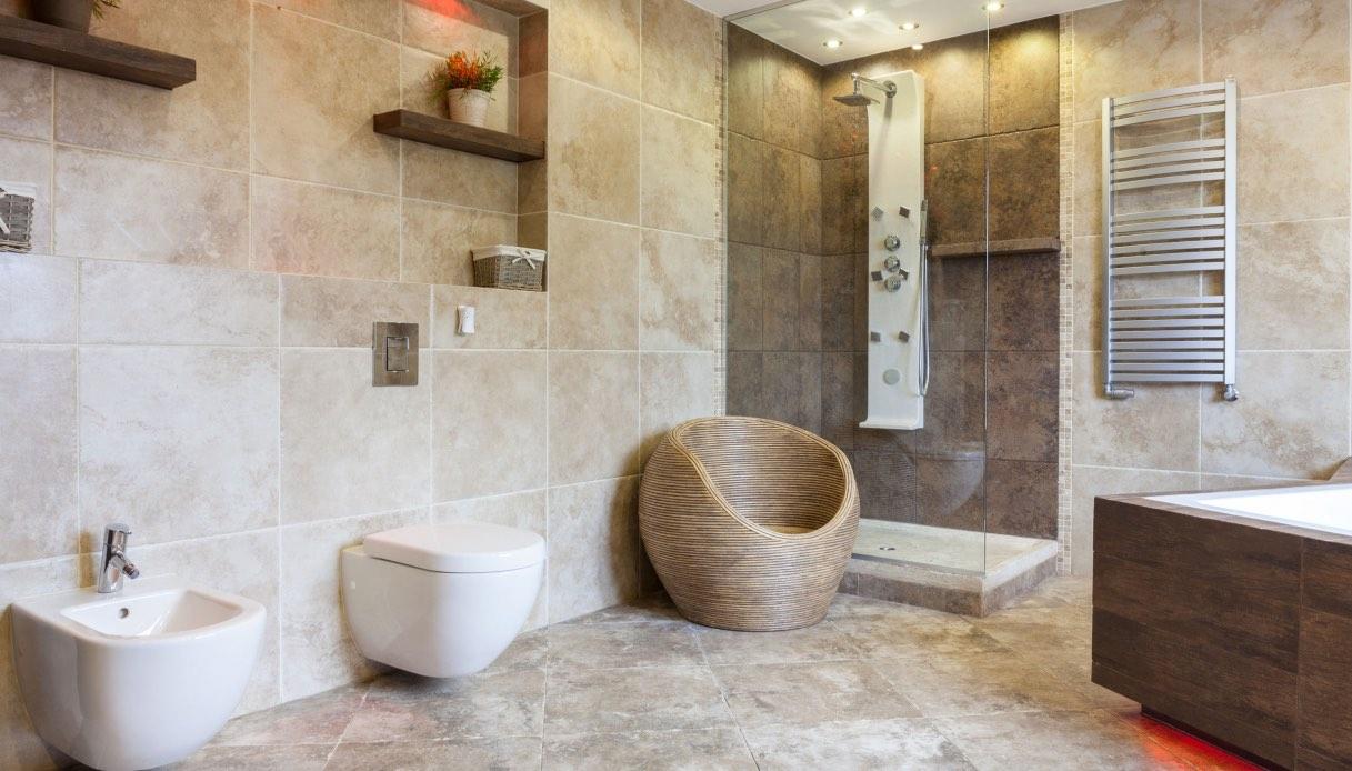 Piastrelle Per Bagno Piccolo piastrelle in grande formato per il bagno: come scegliere