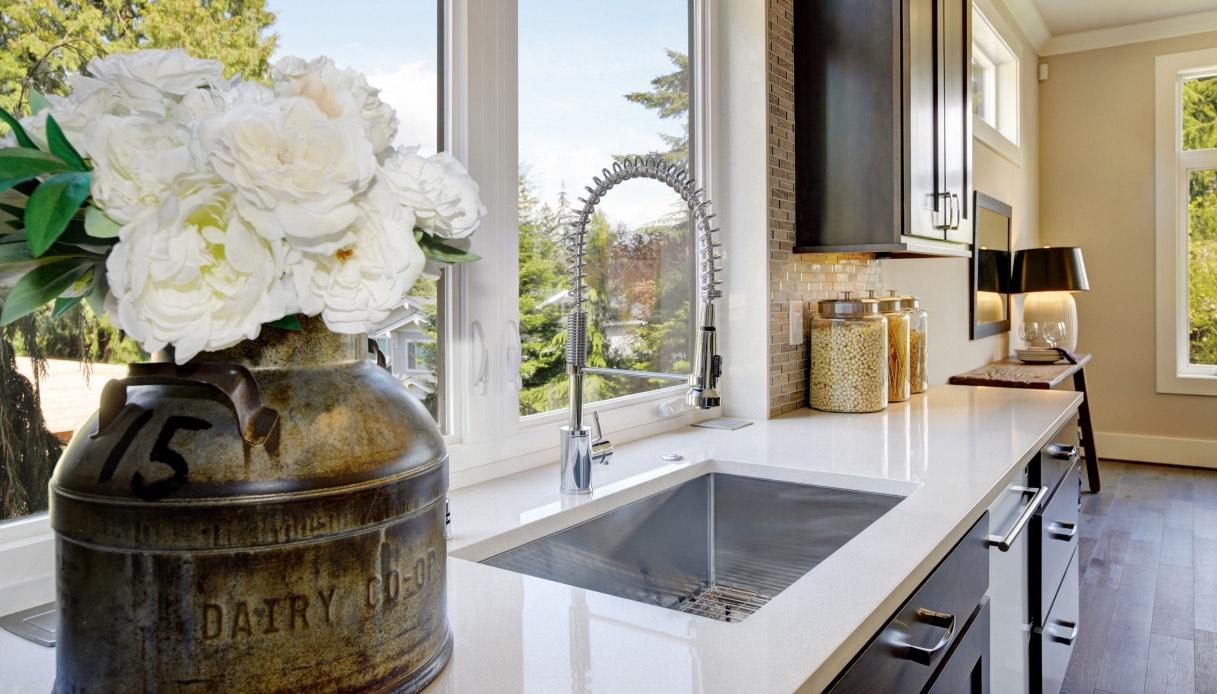 Davanzale Interno Della Finestra come arredare una cucina con finestra sopra il lavello