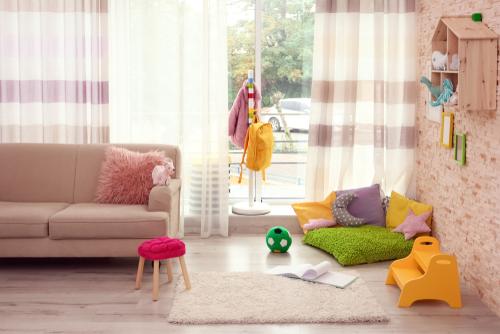 appendiabiti e mobili per bambini