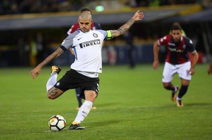 Serie A: l'Inter inciampa a Bologna, la salva un rigore