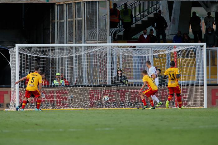 Serie A: in campo Benevento Roma 0-3, ancora Dzeko LIVE