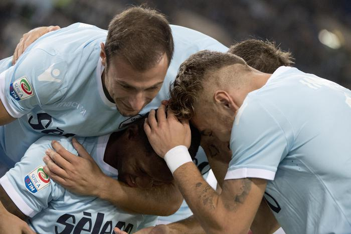 Lazio batte Cagliari 3-0 e va a -3 dal Napoli capolista con la Juve