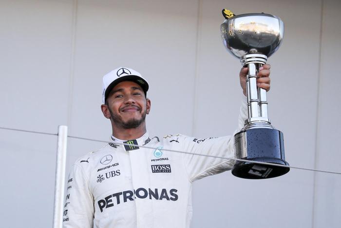 F1, in Giappone vince Hamilton Vettel: 'Mondiale? Ora è dura'