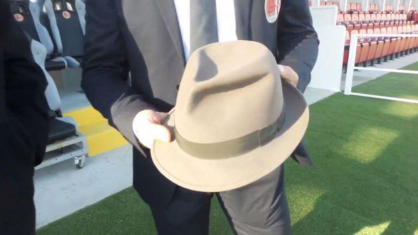 Alessandria, calciatori in campo col cappello. Ecco perché