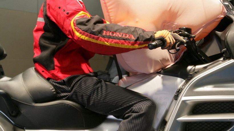 Moto: airbag obbligatorio nelle 3 classi