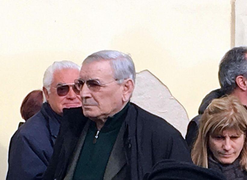Gigi Riva derubato del cellulare da un mendicante, appello su web
