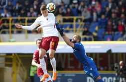 Dzeko salva la Roma a Bologna, ma preoccupa Nainggolan