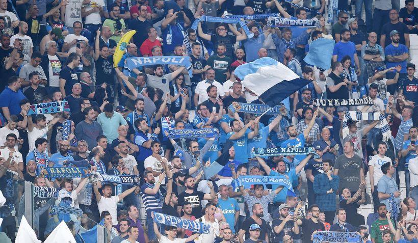 Napoli, grande entusiasmo alla partenza per Firenze