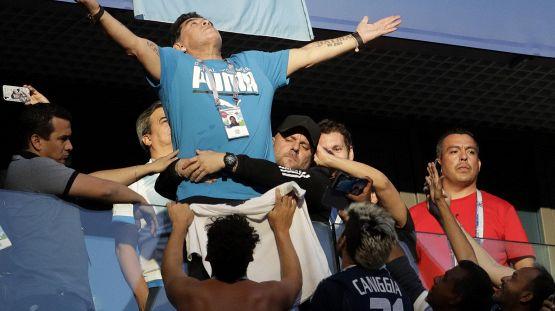 Maradona, le parole che voleva sulla lapide e la storia del Diez