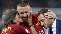 De Rossi bacia l'Olimpico: l'addio tra le lacrime alla sua Roma