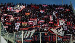 Botta e risposta social tra l'agente del rossonero e i tifosi
