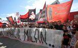 Tifosi Milan abbracciano loro angelo custode: Sei un eroe