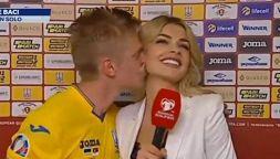 Zinchenko bacia Vlada Sedan durante intervista: scoppia il caso