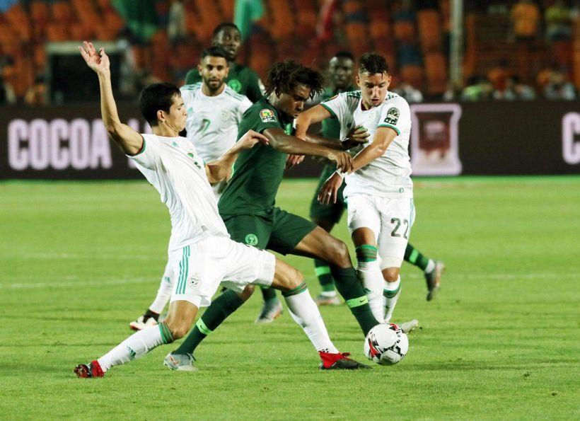 Pellegatti s'esalta per miglior giocatore d'Africa, tifosi freddi