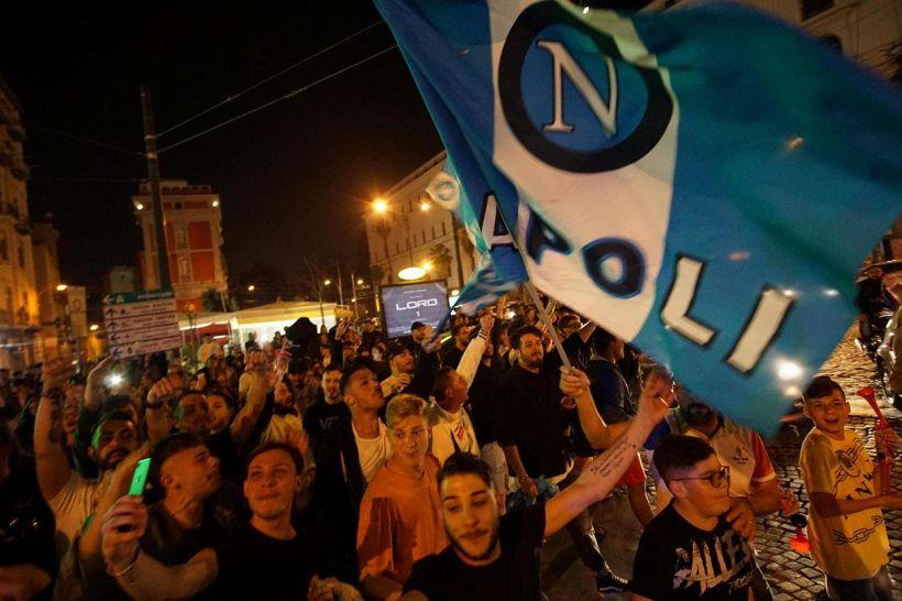 Tra Sky e i tifosi del Napoli è bufera, botta e risposta via web
