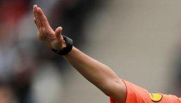 Calcio follia: arbitro donna aggredita da allenatore e tifoso