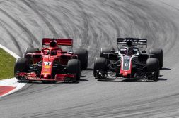 Vettel, Grosjean svela retroscena: Con Seb all'alba su Whatsapp