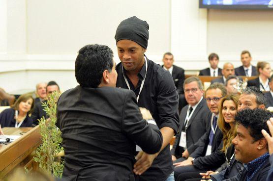 Calcio in carcere prima di Ronaldinho: quanti nomi, tre ex Napoli