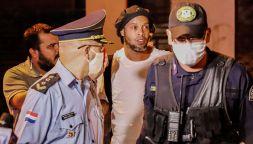 Ronaldinho esce di prigione senza mascherina: giallo su cauzione
