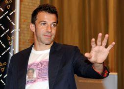 """Del Piero, ironia social: tifosi insorgono """"giù le mani da Alex"""""""