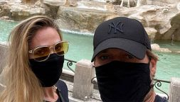 Totti e Ilary Blasi a passeggio con la mascherina: la reazione
