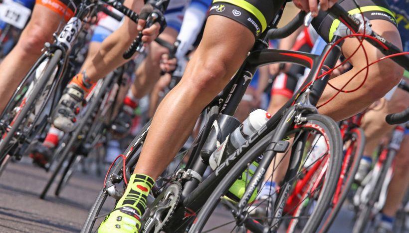 Fa il giro del mondo in bici, a Caserta gliela rubano