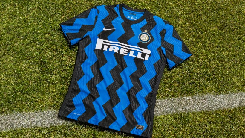 La maglia dell'Inter nel 2020/21: nerazzurra a zig zag
