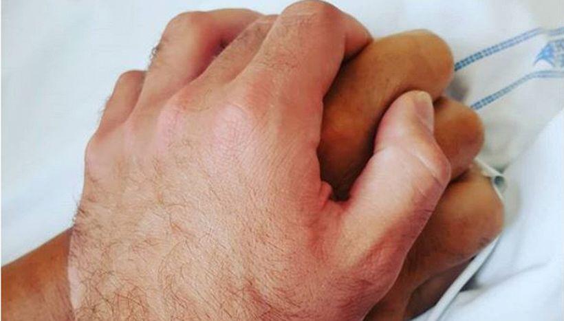 """""""Questa mano non la lascio"""": foto emozionante di Niccolò Zanardi"""