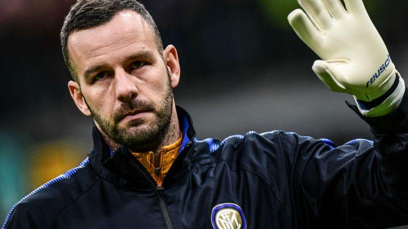 Mercato Inter, corsa a due per il dopo Handanovic
