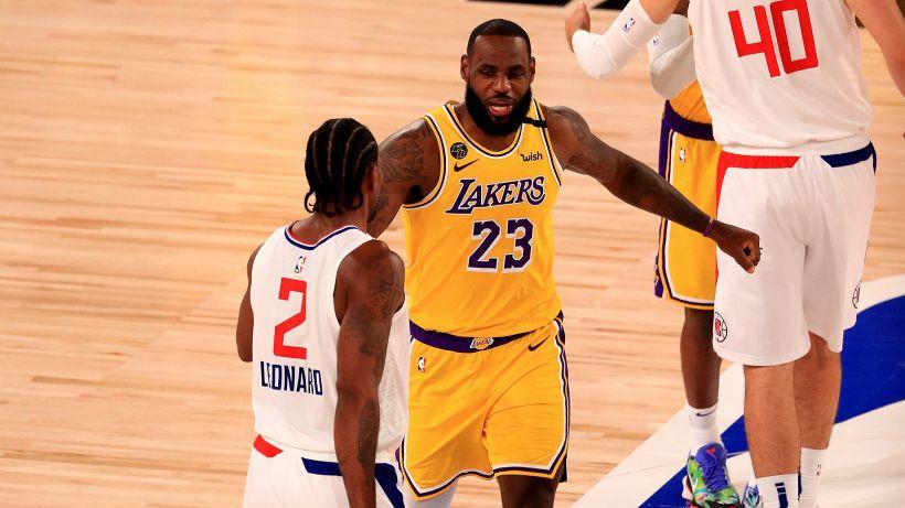 NBA: il derby di Los Angeles va ai Lakers