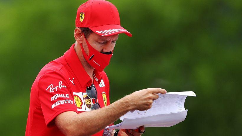 """F1: Ferrari, polemica su Vettel: """"Pagatelo per non correre"""""""