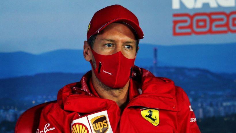 F1, Ferrari doppiate: Vettel gela i tifosi, Leclerc abbattuto