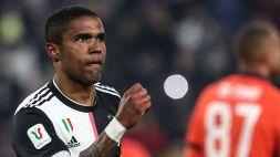 Sarri esonerato dalla Juve, anche Douglas Costa mette il like