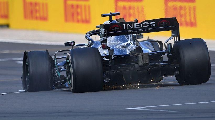 F1, Silverstone: Hamilton vince su tre ruote, podio d'oro per Leclerc