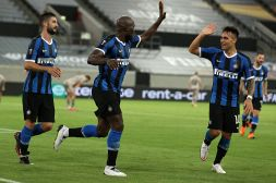 Inter, tifosi in estasi provano ad incoronare il migliore