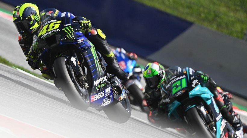 MotoGp, schianto choc: Valentino Rossi e Viñales salvi per miracolo