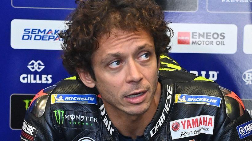 """MotoGp, Valentino Rossi scosso e furente: """"Mai corso un rischio così"""""""