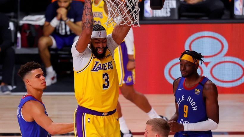 NBA, i Lakers dominano Denver in gara 1