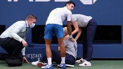 Djokovic perde la testa e colpisce un giudice: squalificato