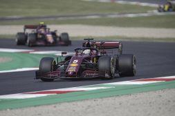 """F1 Mugello, tifosi Ferrari rassegnati: """"La macchina fa pena"""""""