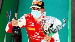Mick Schumacher come papà Michael: trionfo e lacrime a Monza